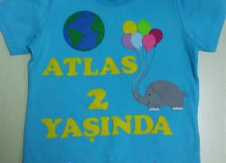 Keçe İşlemeli Dünya Doğum Günü Tişörtü