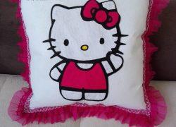 Keçe İşlemeli Hello Kitty  Battaniye ve Yastık Takımı