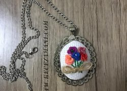 Kanaviçe Rengarenk Çiçek Kolye
