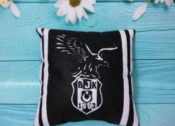 Beşiktaş Kara Kartal Keçe Yastık
